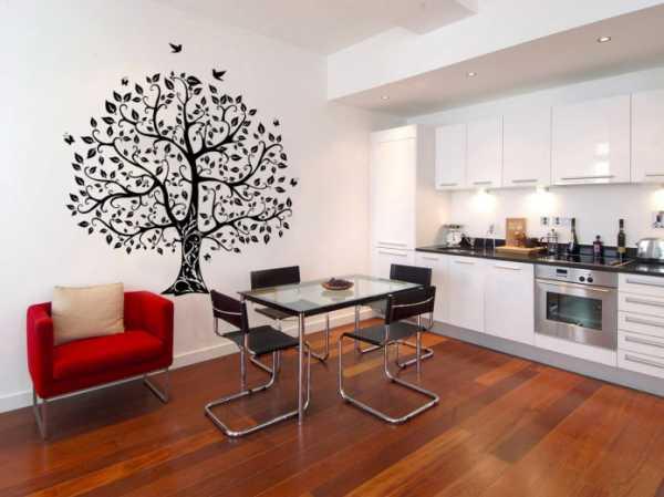 Дизайн стены возле стола на кухне (50 фото): полки, фотообои и картины над обеденным столом. чем еще можно украсить стену?