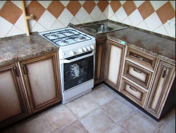 Как обновить старую мебель на кухне своими руками: покраска, декор, ротанг, оклейка, видео-инструкция, замена фасадов, фото, советы дизайнеров