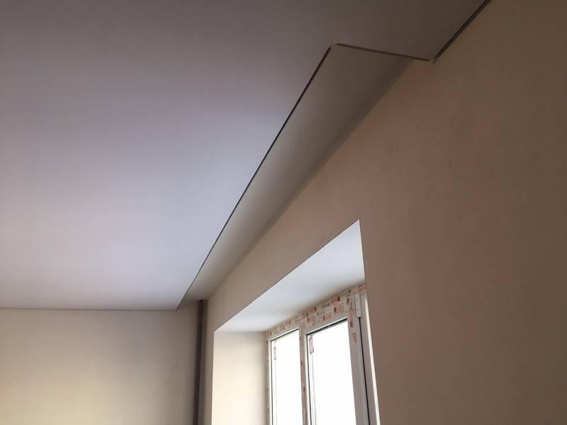 Карнизы для штор под натяжные потолки: ниша в потолке для штор, встроенный карниз, скрытая гардина, как крепить, дизайн