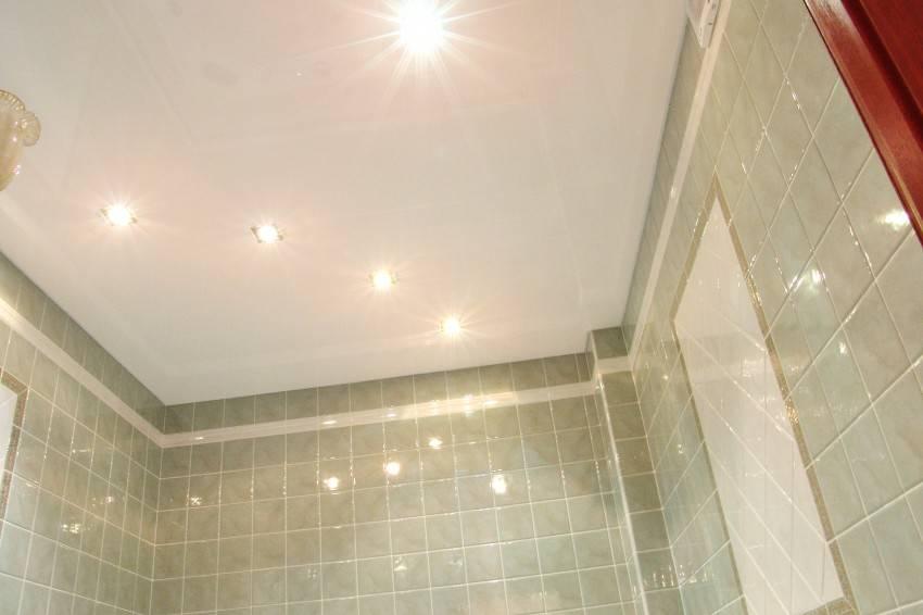 Какой потолок для ванной выбрать?