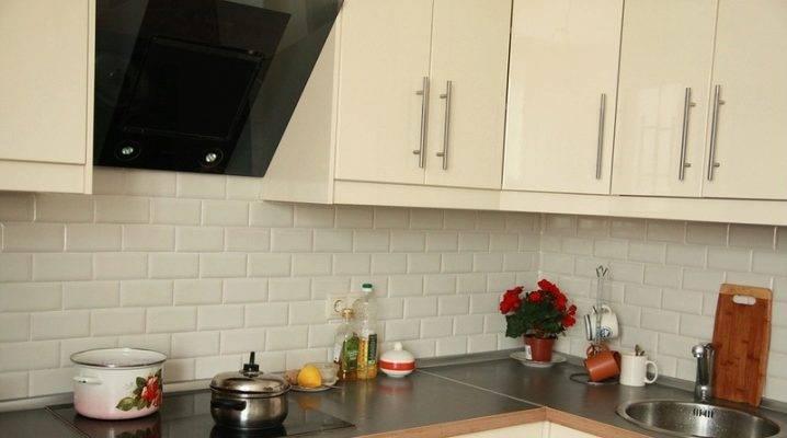 Укладка плитки на кухне своими руками на пол и фартук пошагово