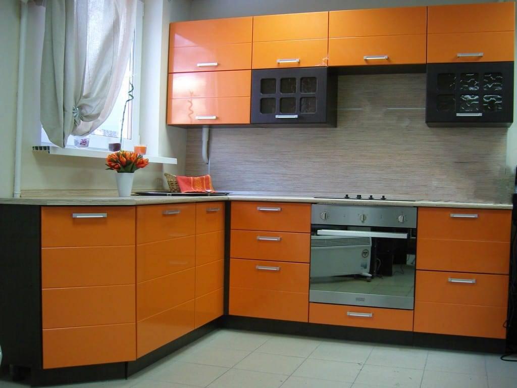 Пластиковые фасады для кухни: особенности, советы по выбору и уходу