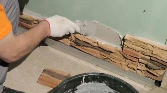 Гипсовая плитка под кирпич и камень: укладка (фото в интерьере)