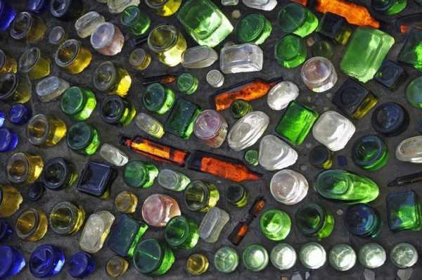 Как построить дом из стеклянных или пластиковых бутылок