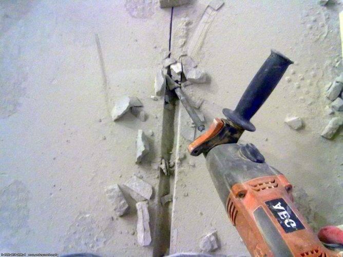 Штробление стен болгаркой под проводку без пыли