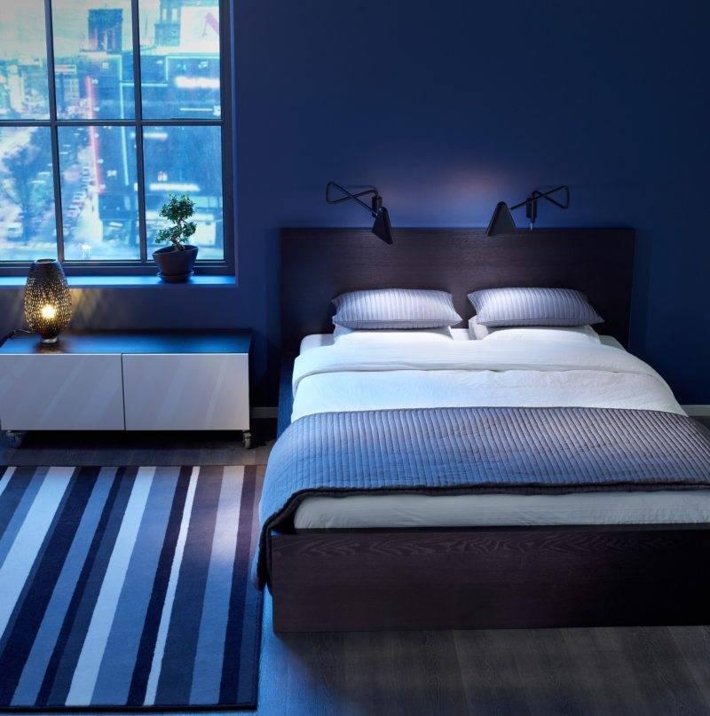 Синяя кровать в интерьере спальни фото