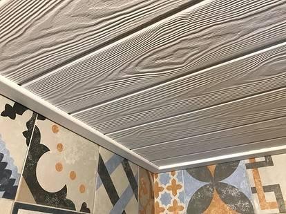 Вагонка в интерьере (65 фото): цветная продукция для спальни и идеи вариантов отделки, белые и выбеленные варианты для отделки внутри дома и дачи