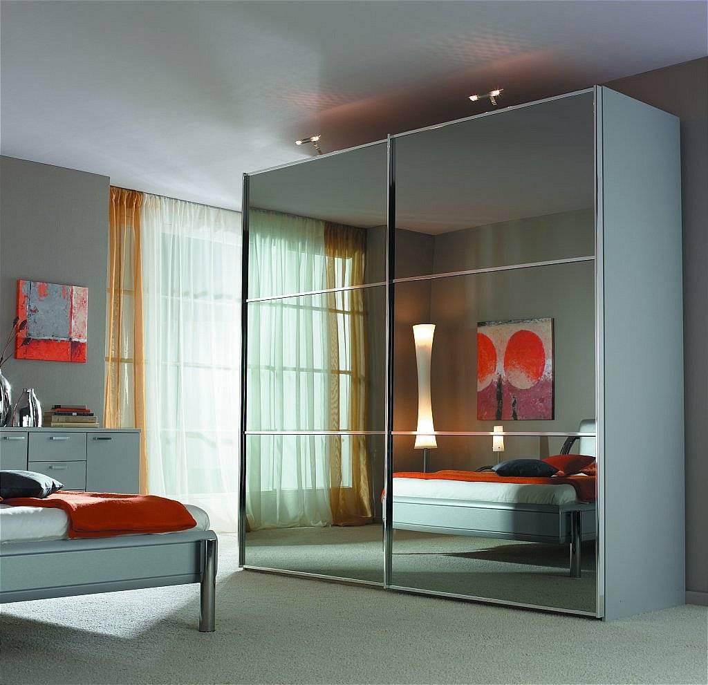 Раздвижные зеркальные двери - разновидности межкомнатных механизмов.