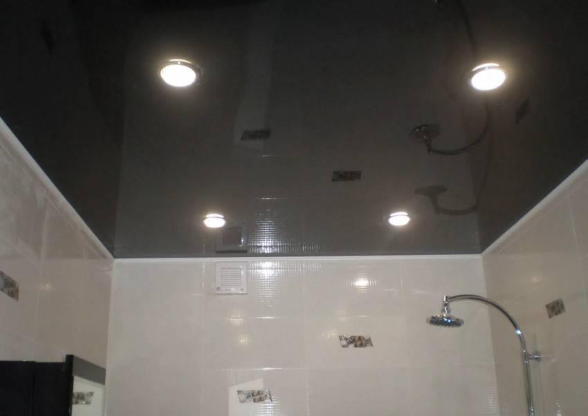 Делаем зеркальный потолок в ванной