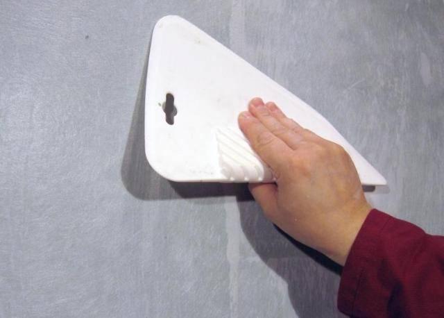 """Стеклохолст малярный под покраску """"паутинка"""" и другие виды: цена за 1 м2 и рулон, применение под обои на потолок и стены, отзывы, отличия по плотности"""