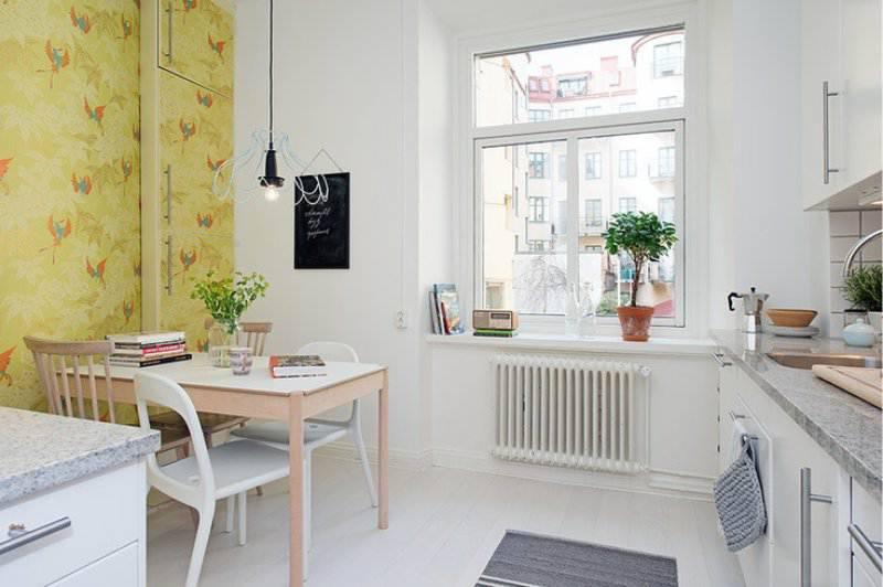 Обои для маленькой кухни (56 фото): как подобрать обои зрительно увеличивающие пространство? какие обои подойдут для современного интерьера?