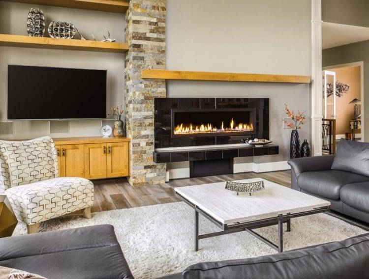 Как должна выглядеть гостиная комната с камином и телевизором