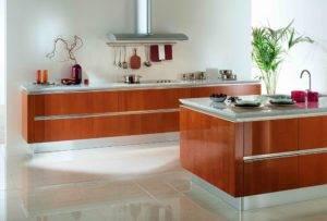 Дизайн кухни без верхних навесных шкафов — практична ли мода?