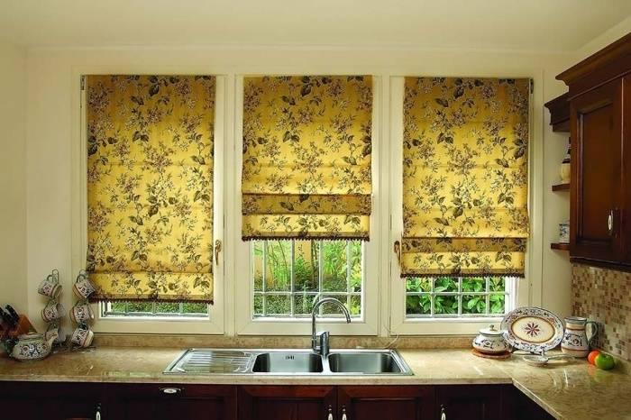 Рулонные шторы на кухню: виды, размеры, цены, монтаж (фото)