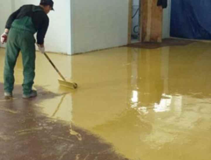 Чем покрыть бетонный пол в гараже чтобы не пылил: краска, пропитка, чем покрасить, залить и укрепить покрытие, как обеспылить бетон, чем лучше обработать стяжку