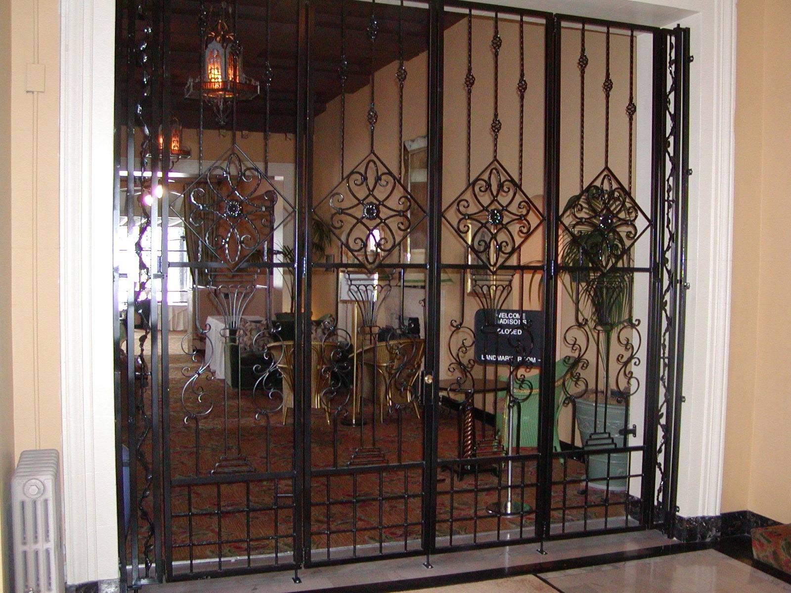 Металлические решетчатые двери: входные и уличные модели, сферы применения дверных решеток