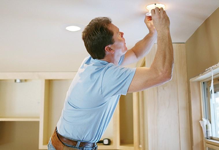 Как заменить точечный светильник на потолке: советы, рекомендации