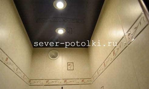 Натяжной потолок в санузле: особенности и виды