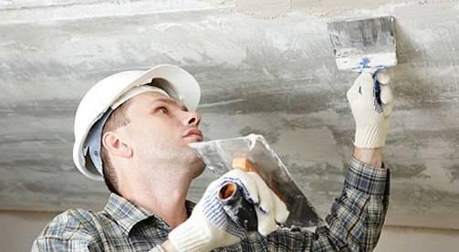Как снять побелку с потолка: быстро, без грязи, своими руками