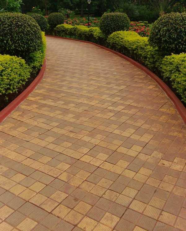 Плитка тротуарная для дачи: виды, критерии выбора, недорогие варианты, технология укладки