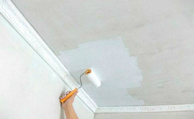 Покраска потолка водоэмульсионной краской своими руками (видео)