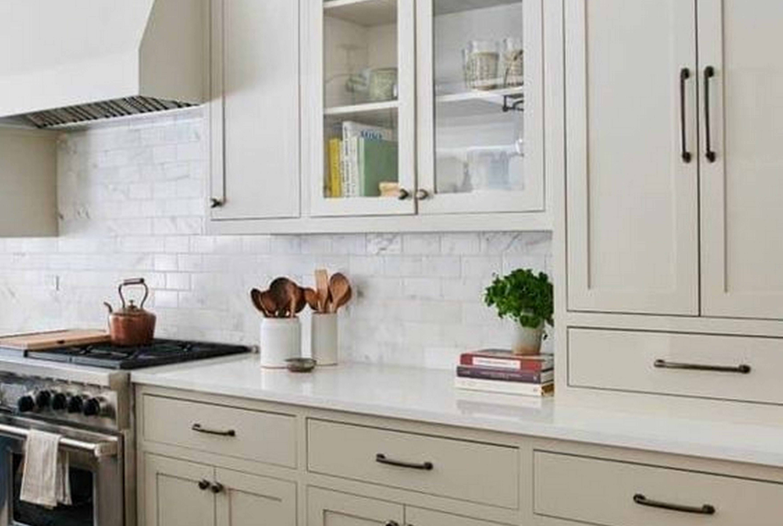 Лучшие способы: как спрятать трубу от вытяжки на кухне