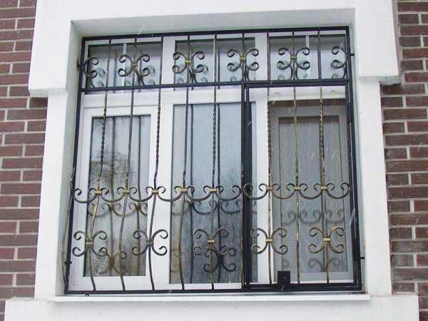 Решетки на окна для дачи: 70+ изящных идей для загородного дома