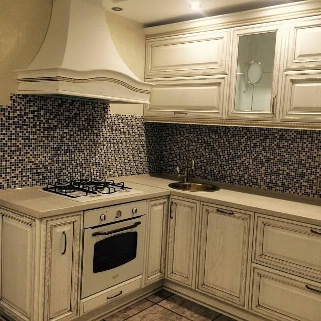 Белый фартук на кухне: 100+ реальных фото примеров