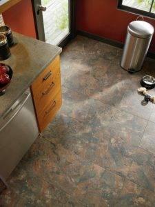Какой пол лучше сделать на кухне: сравнение плюсов и минусов популярных напольных покрытий