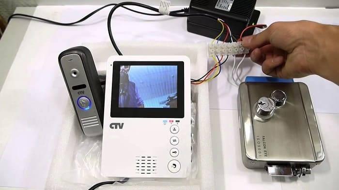 Схема подключения видеодомофона с электромеханическим замком