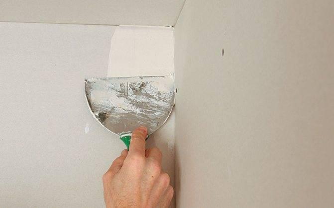 Заделка швов гипсокартона на потолке с помощью бумажной ленты
