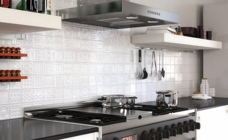 Как правильно класть плитку на кухне: пошаговая инструкция