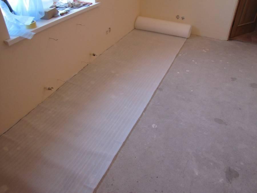 Что стелить под линолеум: что положить на бетонный и деревянный пол, как класть на двп и дсп пол, нужна ли грунтовка