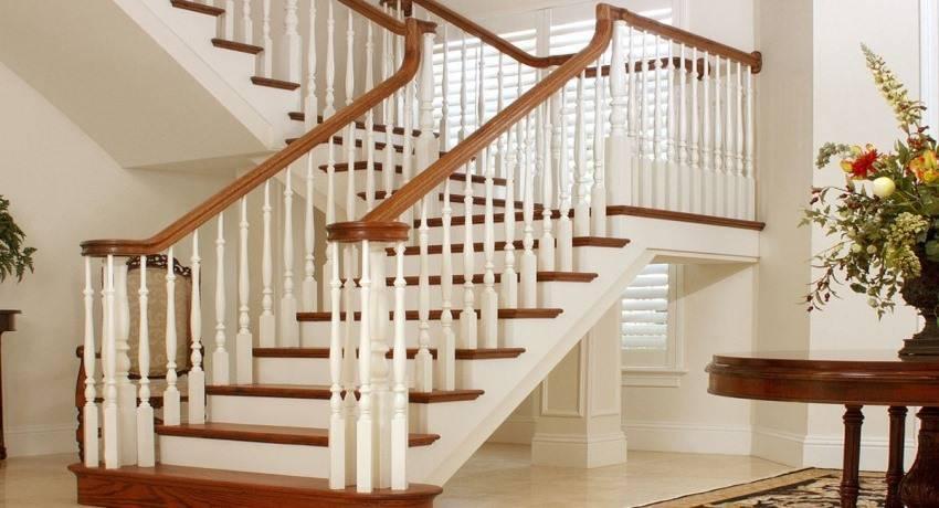 Монтаж перил и балясин деревянной лестницы