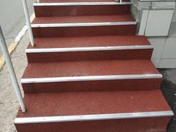 Морозостойкая противоскользящая плитка для крыльца: ступени с нескользящей поверхностью, нескользкая продукция для лестницы