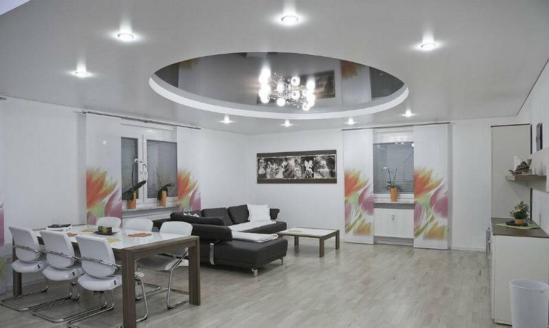 Преимущества и недостатки светящихся натяжных потолков