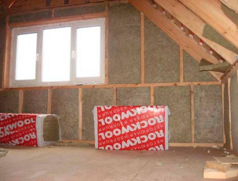 Как утеплить потолок в деревянном доме пенопластом, минеральной ватой