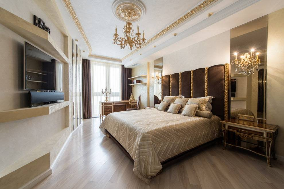 Телевизор в спальне – варианты крепления на стену, сочетание с интерьером