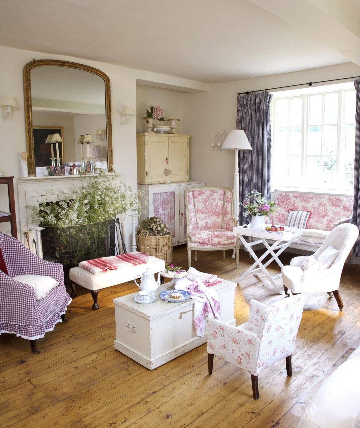Интерьер гостиной в стиле прованс, особенности оформления, советы по выбору материалов, мебели и декора - 20 фото