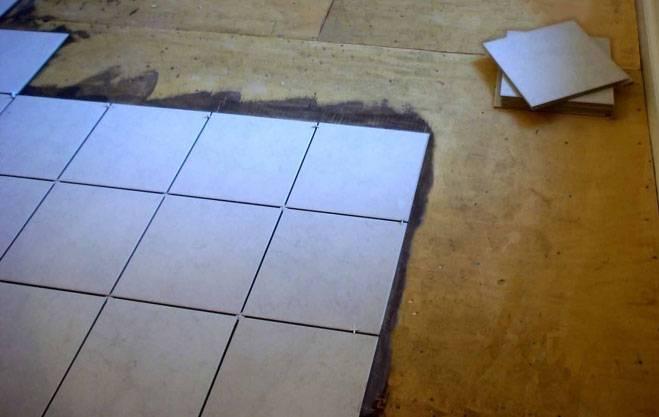 Укладка керамической плитки своими руками: процесс укладки и видео технологии укладки