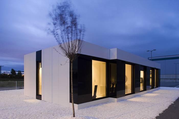 Дом из контейнеров — 10 практичных проектов с фото