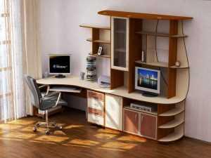 Правильная организация рабочего места школьника с письменным столом у окна