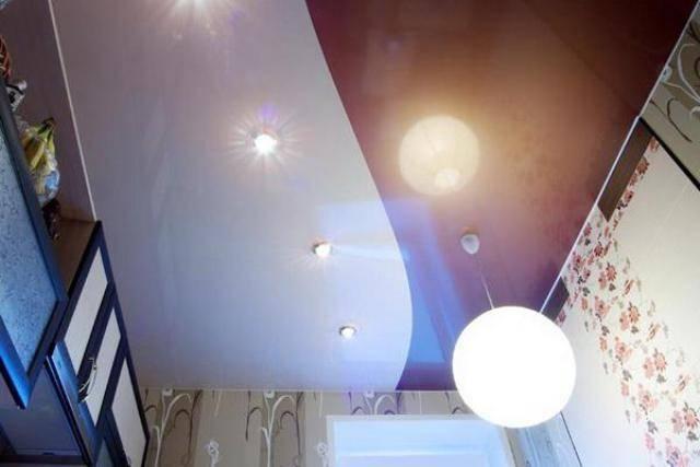 Одноуровневые натяжные потолки для зала