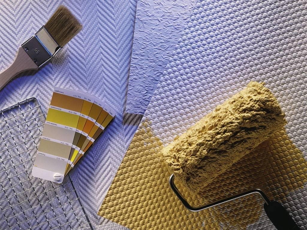 Выбор краски для обоев и рекомендации по окрашиванию