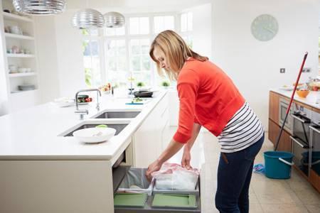 Как избавиться от хлама в квартире, если все жалко: советы, видео