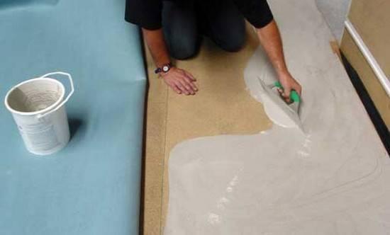 Как стелить ковролин: укладка на бетон, деревянный пол и линолеум