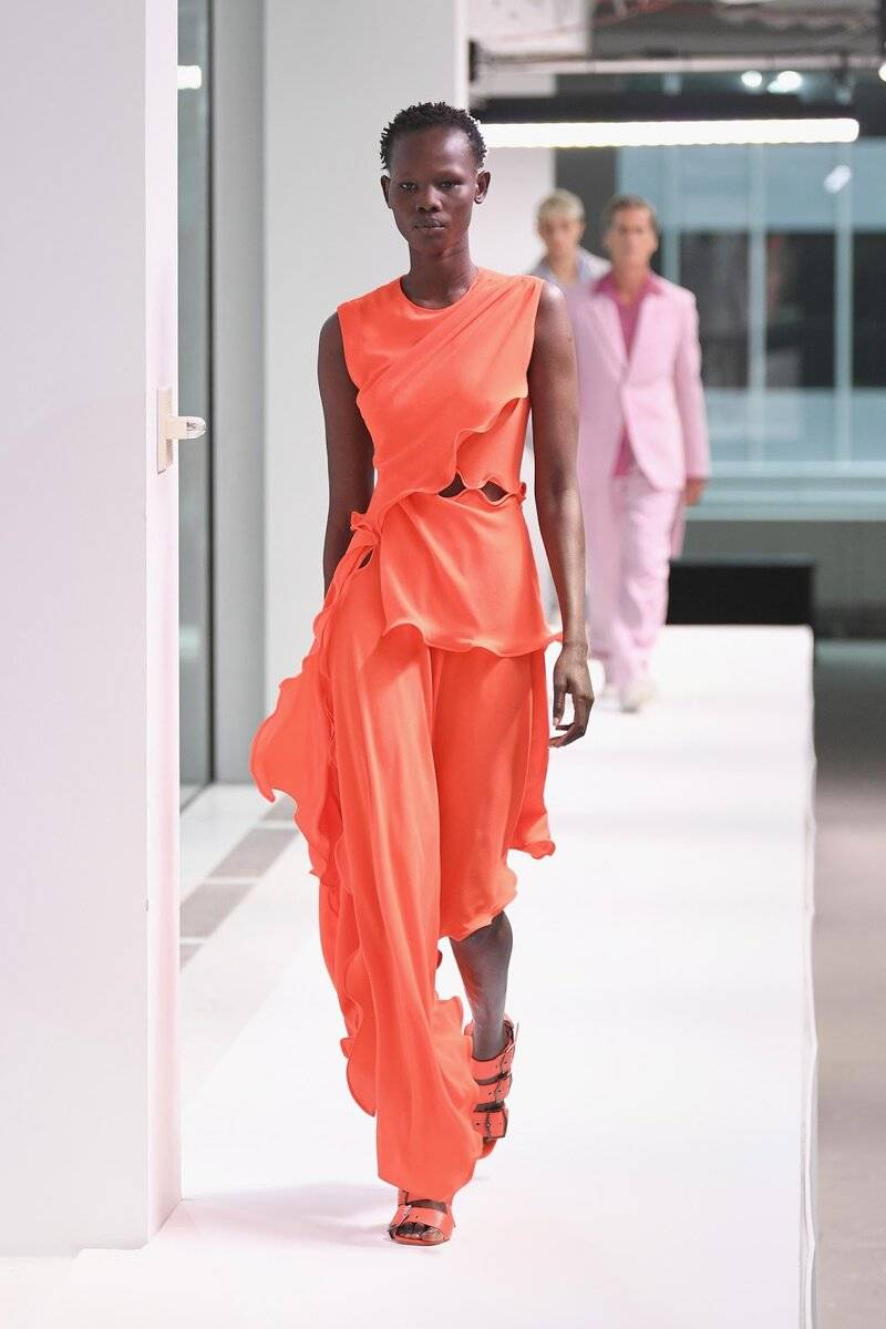 Коралловый цвет – кому идет, с чем сочетается, как носить?