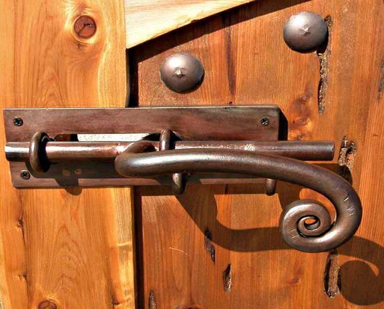 Как сделать запор на калитку своими руками - всё о воротах и заборе