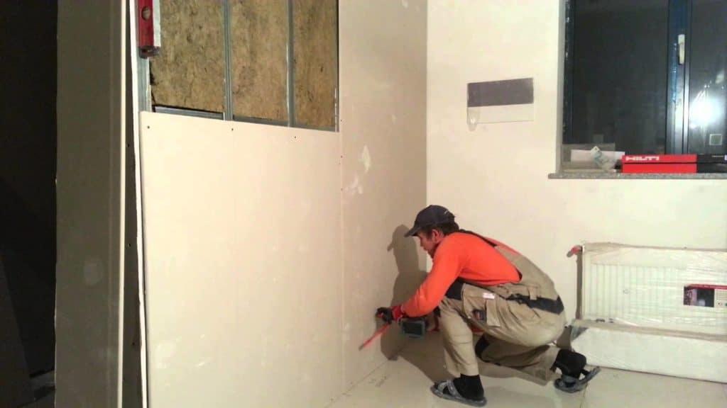 Как штукатурить углы стен: подготовительный процесс и как правильно выводить, а также выровнять под 90 градусов, каким образом сделать внутренние и внешние?