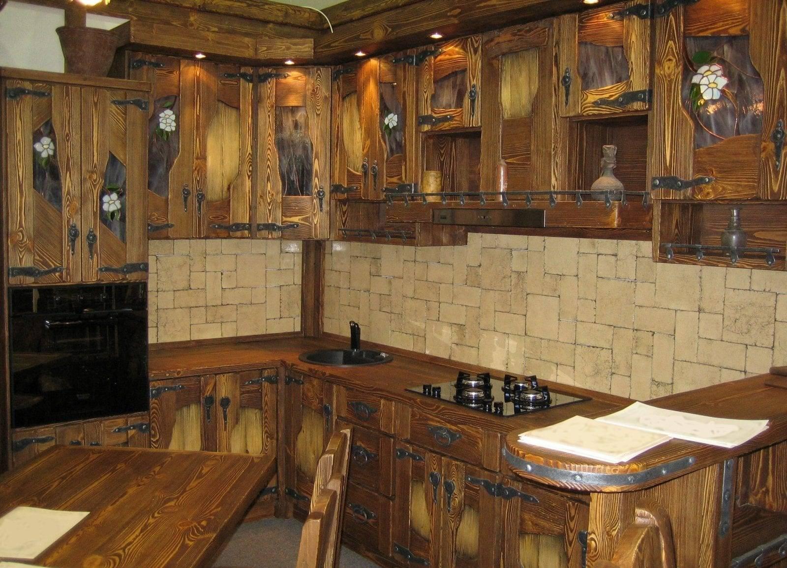 Кухни из массива дерева - дизайн в современном и классическом стиле